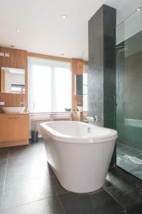 Ein Badezimmer in der Unterkunft App De Panne 2