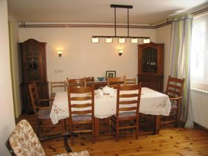 A restaurant or other place to eat at Guest House Sergey