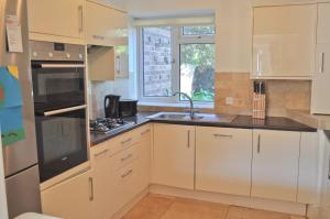 A kitchen or kitchenette at St Margarets