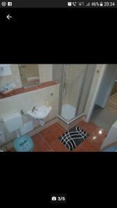 Ein Badezimmer in der Unterkunft Max's Hinterhaus