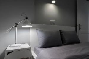 Ein Bett oder Betten in einem Zimmer der Unterkunft Penthouse with Acropolis view 11ppl, 140m²