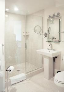 A bathroom at Bricco Suites