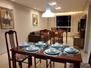 A restaurant or other place to eat at Apartamento de 3 quartos a 100 metros da Praia de Boa Viagem