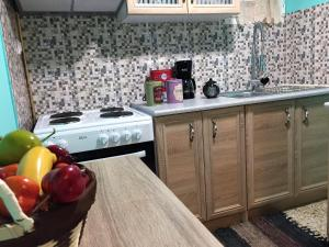 A kitchen or kitchenette at Cosy 1bdr in good location
