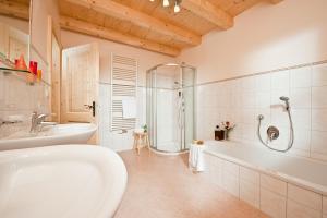 Ein Badezimmer in der Unterkunft Brugger Dörfl