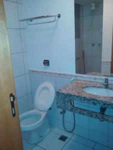 A bathroom at Águas da Serra apart