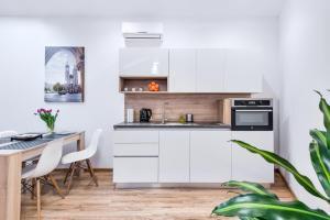 A kitchen or kitchenette at Sleep Innn.