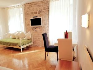 A seating area at Medulić Palace Rooms & Apartments