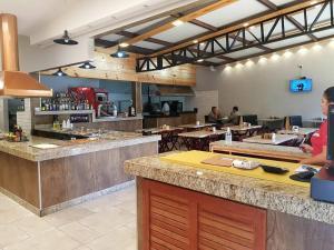 A kitchen or kitchenette at RQ Turismo Hospedagem Rio Quente