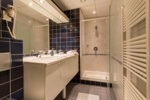 Uma casa de banho em Inn Bruges