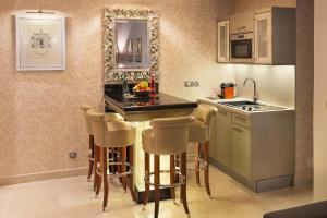 A kitchen or kitchenette at Villa Saint-Honoré
