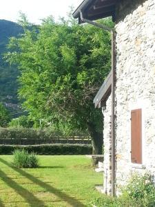 A garden outside Villa Giardino Ulivo