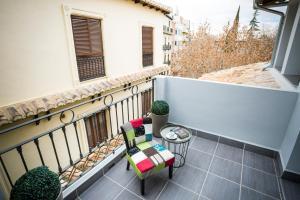 A balcony or terrace at La Casa de la Trinidad Suites