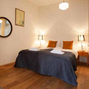 A bed or beds in a room at Canal View Apartments Marite