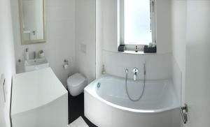 A bathroom at luxuriöse Wohnung in Stadtvilla