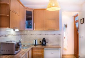 A kitchen or kitchenette at Oázis Apartmanok