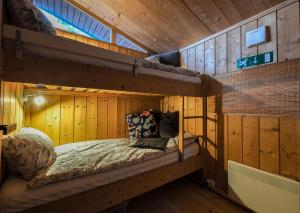A bunk bed or bunk beds in a room at Lovely Cabin Close to the Blue Lagoon
