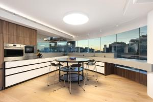 A restaurant or other place to eat at 3 Bedroom Darling Harbour Apartment