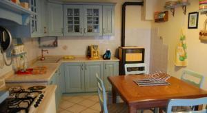 Cuisine ou kitchenette dans l'établissement Casa Sotto La Rocca