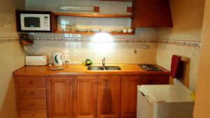 Una cocina o kitchenette en Departamento céntrico en Pequeña Comarca.
