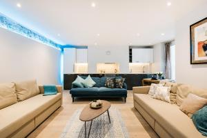 A seating area at Partum Apartments Leinster