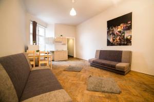 A seating area at Pijarska 3 Apartments