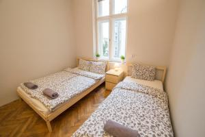 A bed or beds in a room at Pijarska 3 Apartments