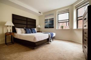 A bed or beds in a room at Stay Alfred on Garrison Street