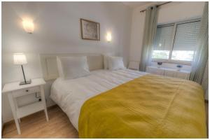 Uma cama ou camas num quarto em Apartamentos Belo Horizonte