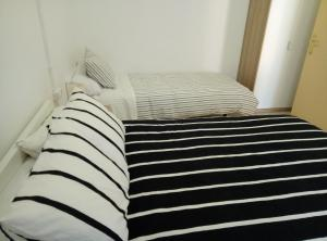 A bed or beds in a room at Casa Carmen Barcelona