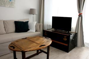 Télévision ou salle de divertissement dans l'établissement Hèt Strandappartement
