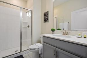 حمام في Four Bedrooms w/ Game & Pool 4900