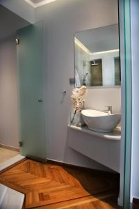 A bathroom at Hellenic Hospitality House