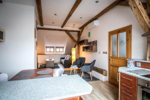 Ein Bett oder Betten in einem Zimmer der Unterkunft Tylova Apartments