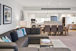 A seating area at Edgewater Penthouse