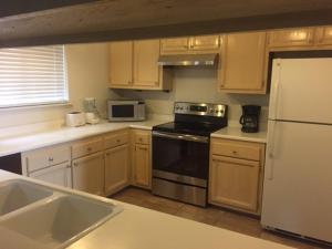 A cozinha ou kitchenette de Home Near Heavenly