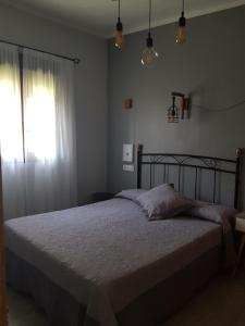 A bed or beds in a room at Apartamentos Serendipia
