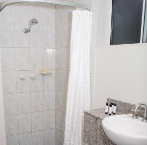 A bathroom at Cullen Bay Resorts