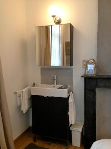 A bathroom at Les Gîtes Du Pays De Charleroi