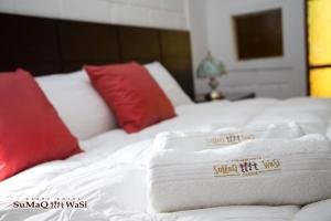 A bed or beds in a room at Sumaq Wasi Apart Hotel