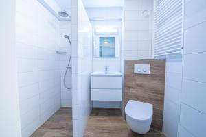 Ein Badezimmer in der Unterkunft De Pelikaan Texel Appartmenten