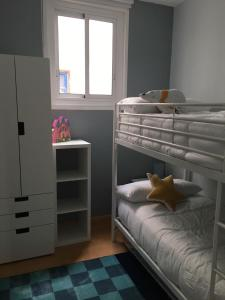 A bunk bed or bunk beds in a room at Apartamento Jardines De Murillo