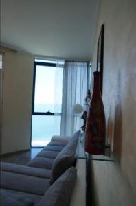 Televizorius ir (arba) pramogų centras apgyvendinimo įstaigoje Batumi Seaview Apartment