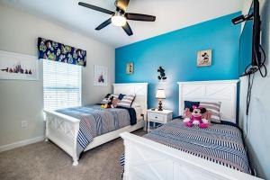 Uma cama ou camas num quarto em Juliet Drive Townhome #244495 Townhouse