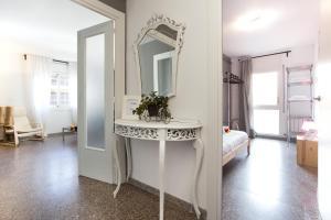 A bathroom at Apartamento Roger de Lluria