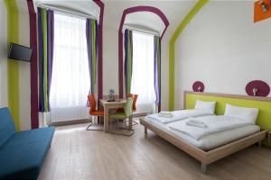 Ein Bett oder Betten in einem Zimmer der Unterkunft Amber Gardenview Studios
