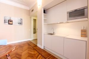 A kitchen or kitchenette at Magenta Cadorna Elegant Apartment