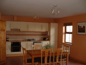 A kitchen or kitchenette at 2 Coppermine Villas