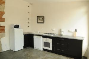 Cuisine ou kitchenette dans l'établissement Gîtes Le Relais de Roquefereau