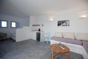 A kitchen or kitchenette at Sun Anemos Resort